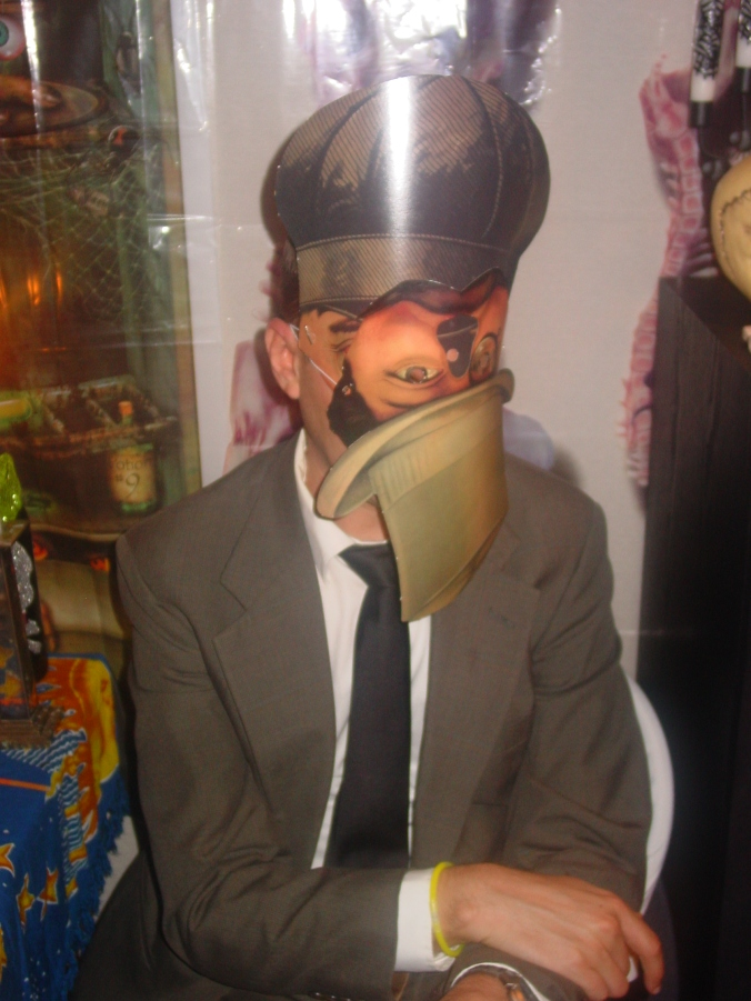 Ingenious mask wearer