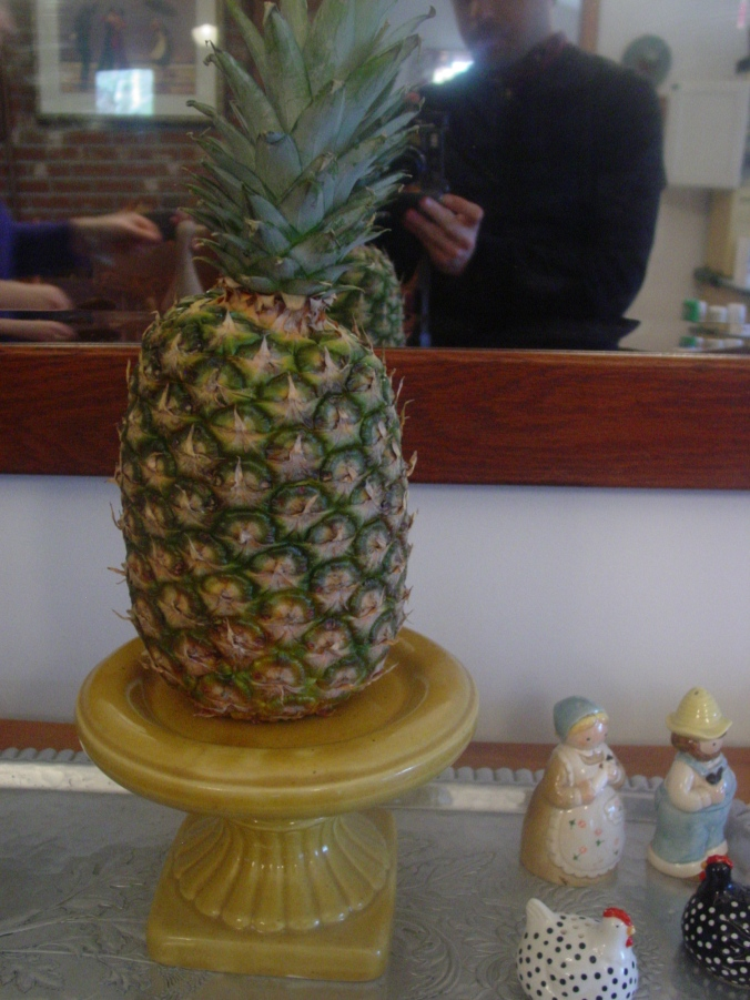 Pineapple pedestal